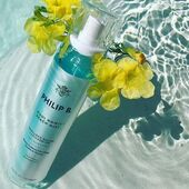 ¿Te gusta el efecto de ondas surferas? Ahora puedes conseguirlas con Maui Wowie Beach Mist, un spray de sal marina, aloe vera y gardenia para un pelo de sirena, con volumen y moldeado 🦋🧜🏻♀️